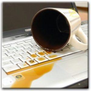 Жидкость на клавиатуре ноутбука